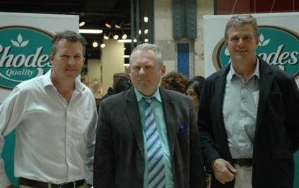 Minister of Trade and Industry, Rob Davies, (centre) delivered the keynote address which was aimed at educating Athlone residents about nutrition and food safety as well as promote the consumption of local produce. Commercial Director at Rhodes Food Group, Richard Phillips (left) and the MD of Rhodes Foods Division, Gerhard Kotze (right) joined minister Davies at the expo.